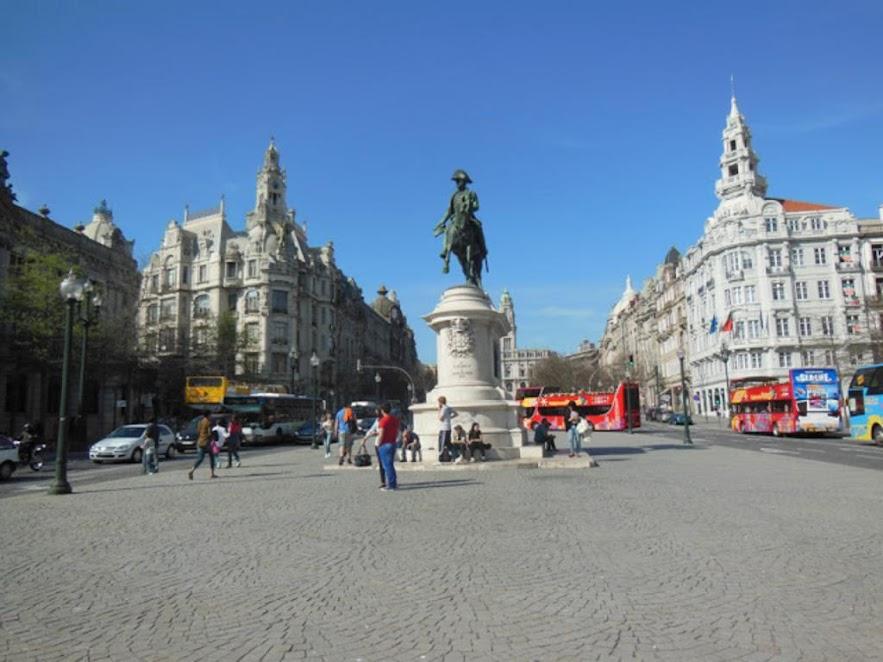¿Qué ver en Oporto en dos días? Plaza de la Libertad.