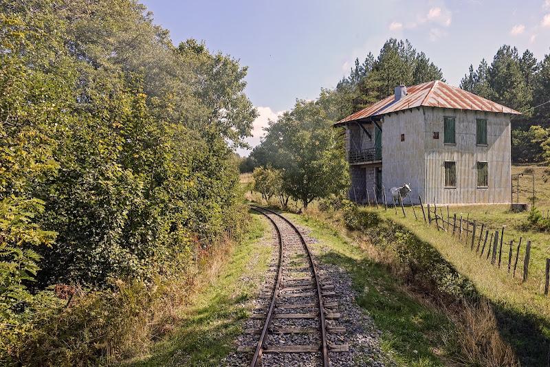 ...a ridosso della ferrovia di lugiube