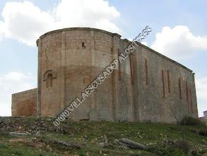 """Photo: Ábside y muro norte y sacristía """"conservados""""."""