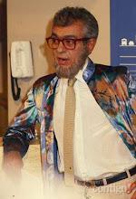 Photo: Chico Anysio posa caracterizado como Haroldo, um personal trainer homossexual que prestava serviços somente para homens e, com o tempo, mudou sua clientela para passar à condição de heterossexual