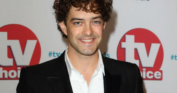 Lee Mead staying with Holby City