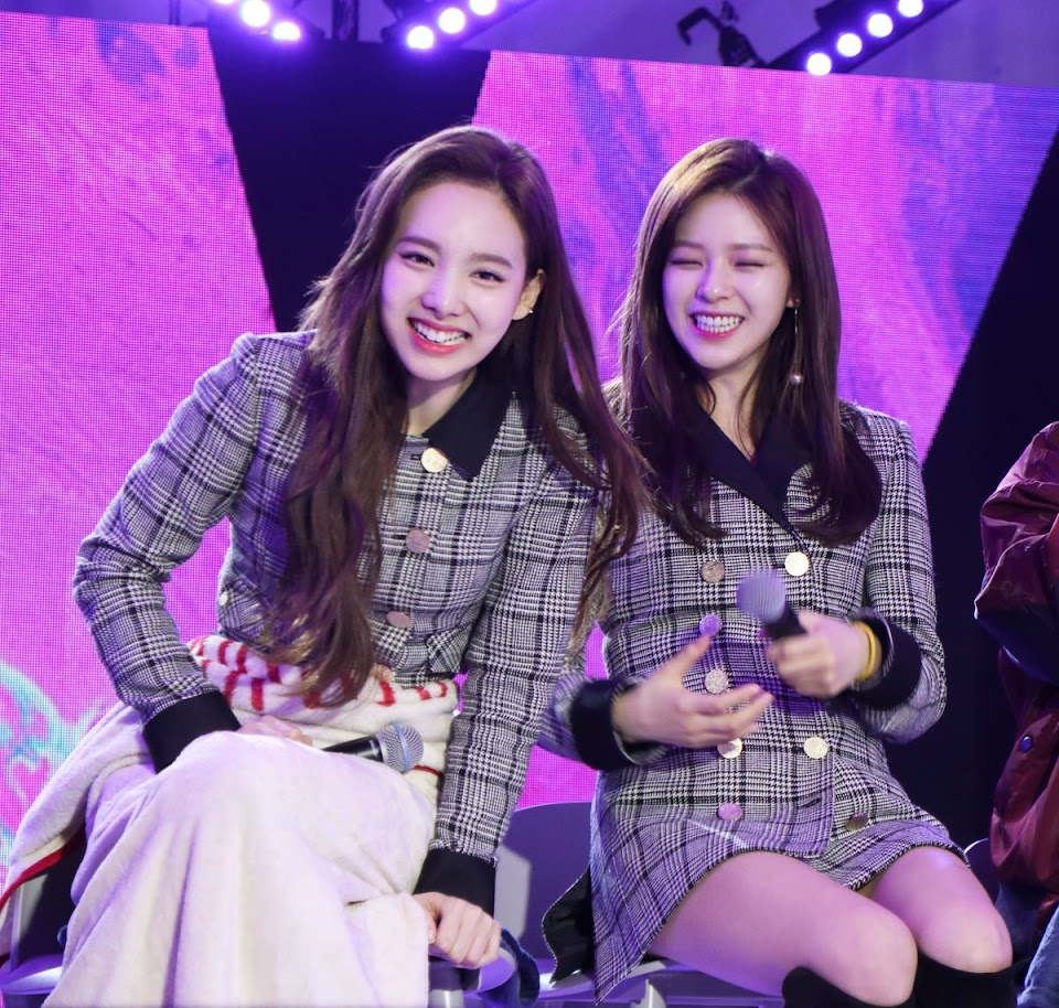 twice nayeon jeongyeon