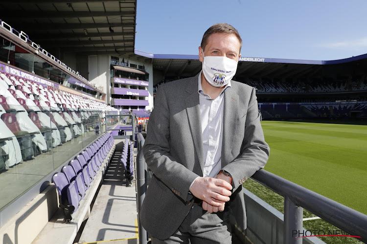 """Van Eetvelt steunt signaal Weyts: """"Alleen zo terug naar volle stadions"""""""