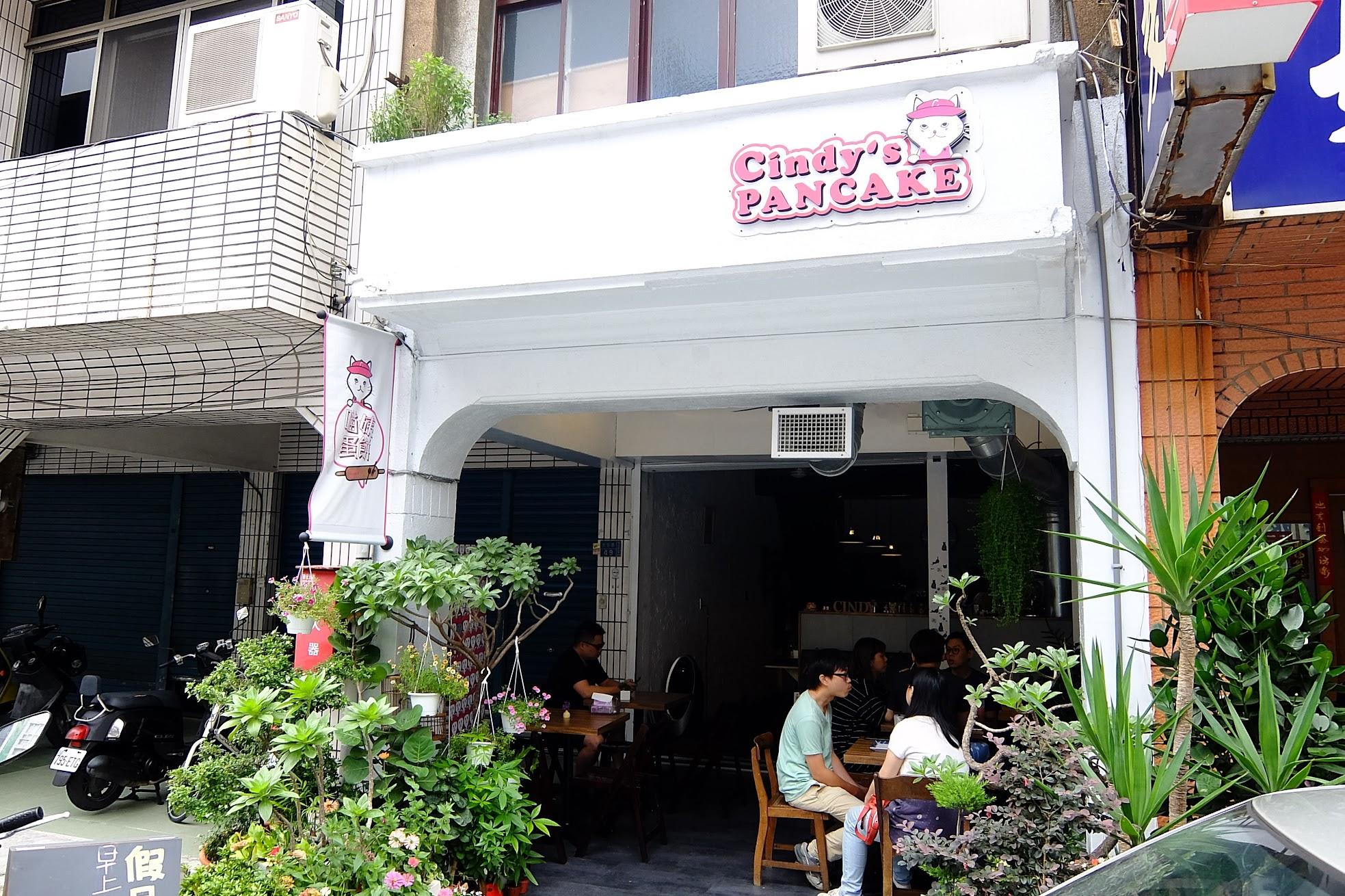 第一次經過以為是飲料店或鬆餅店,結果是蛋餅店XD