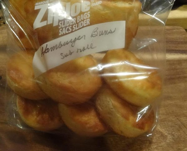 Store the buns in the freezer in two ziplock bags.