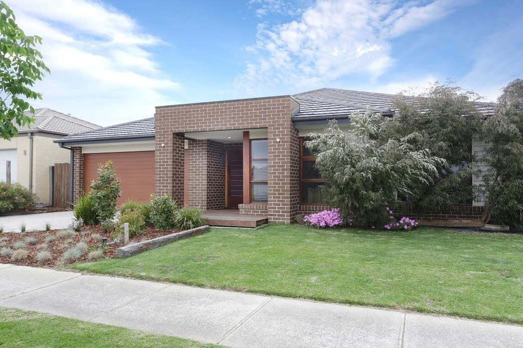Main photo of property at 2 Ackland Court, Berwick 3806