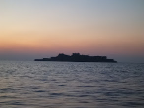 Photo: 帰りは「軍艦島」の横を通過!