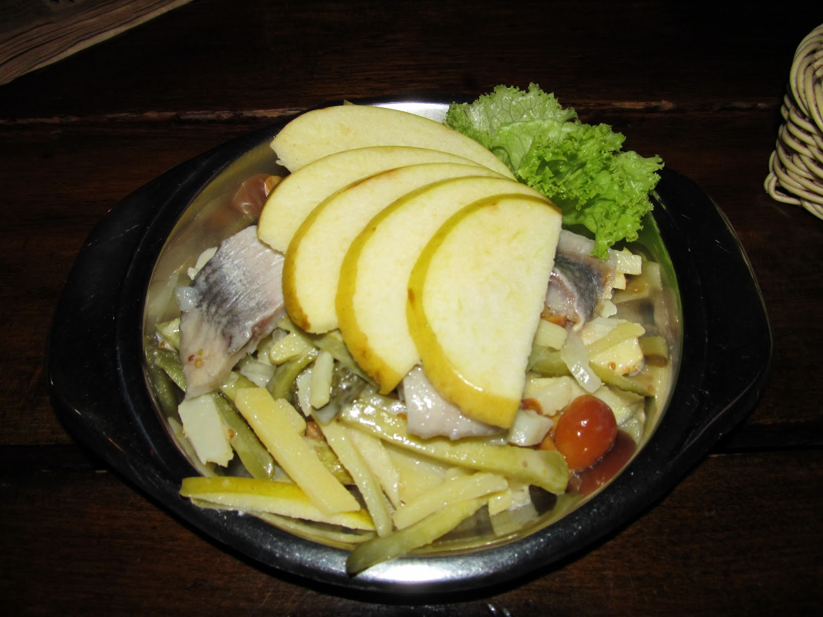 салат Магдебурка з ябком та оселедцем