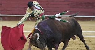 Emilio de Justo en Almería, en la faena que lo ha hecho triunfador de la feria (Foto: Baltasar Gálvez).