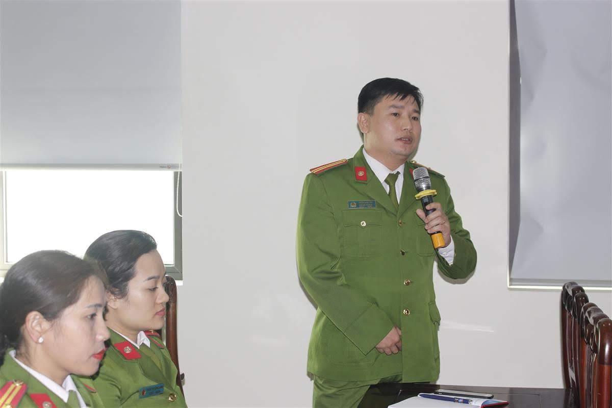 Các CBCS đề xuất, trao đổi các ý kiến với lãnh đạo Phòng