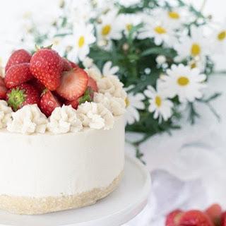 Raw Strawberry Lemon Summer Cake [Vegan]