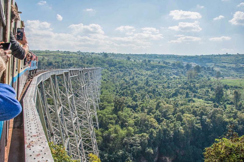 Il ponte di metallo più alto del mondo. Myanmar. di Cristhian Raimondi