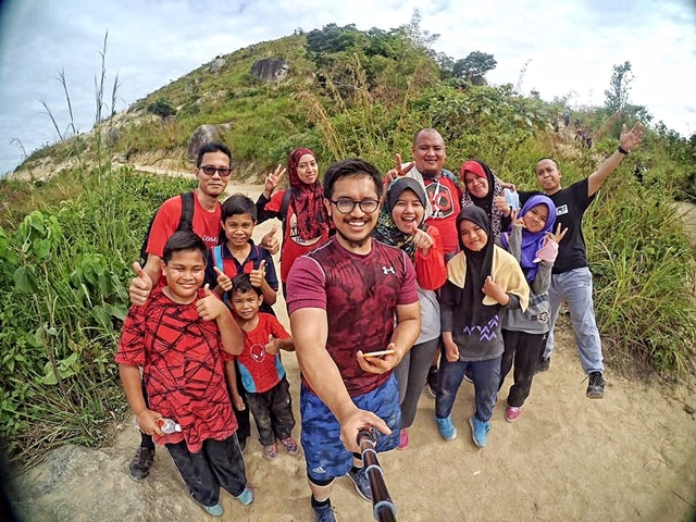 mendaki broga hill bersama public gold supporter group