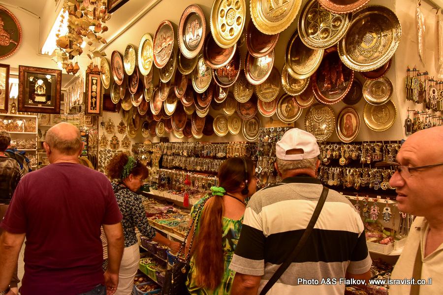 Сувениры и чеканка. Магазин на турецком базаре в Акко. Гид в Израиле Светлана Фиалкова.