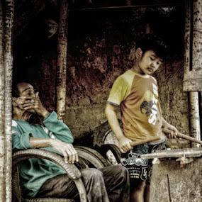 Look this Grandpa.. by Boy De Nova - People Street & Candids