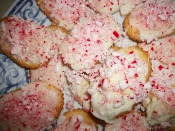 Peppermint Bark Crispy Cookies