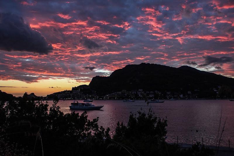 Portovenere al tramonto dall isola Palmari di Lucabanchini