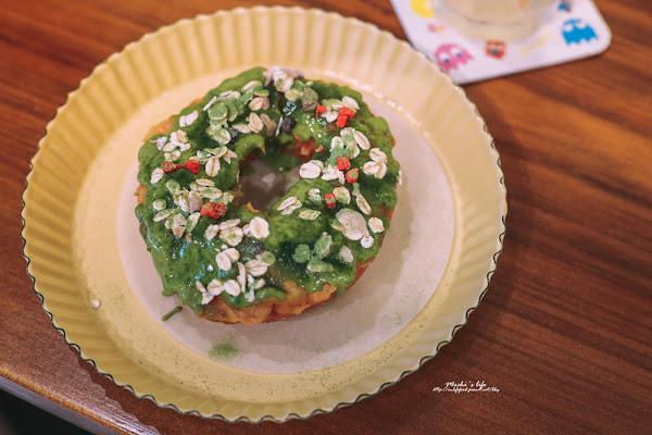 脆皮dou dou甜甜圈:在復古公仔老宅吃現炸抹茶甜甜圈❤
