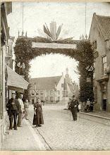 Photo: 1898 Liesbosstraat -  Haagse Markt zicht op nieuwe gedenknaald