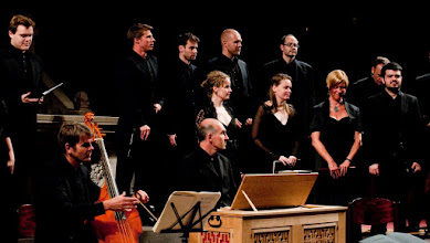Photo: choral music with baroque musical instruments