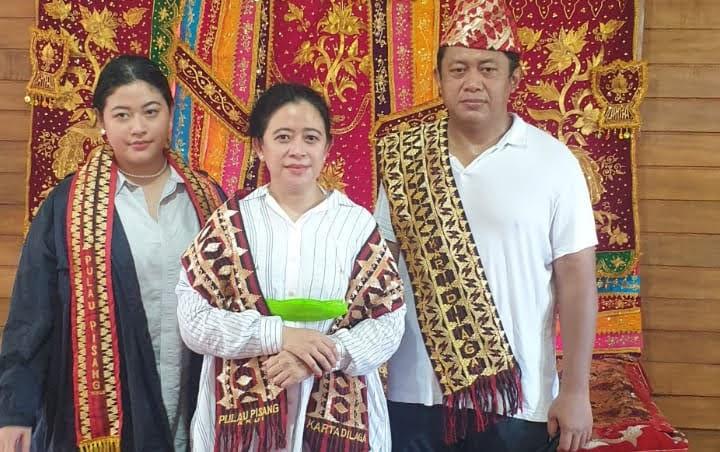 Di Kampung Halaman Pulau Pisang Ketua DPR RI Diberi Gelar Adat Ratu Mustika Kartadilaga