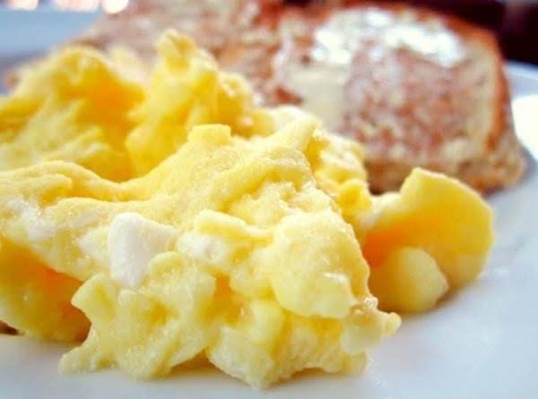 Light & Fluffy Scrammbled Eggs Recipe