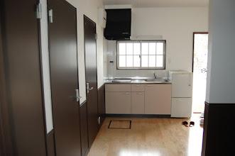 Photo: 各棟共通 トイレ2箇所有、バスルーム有、シャワールーム有