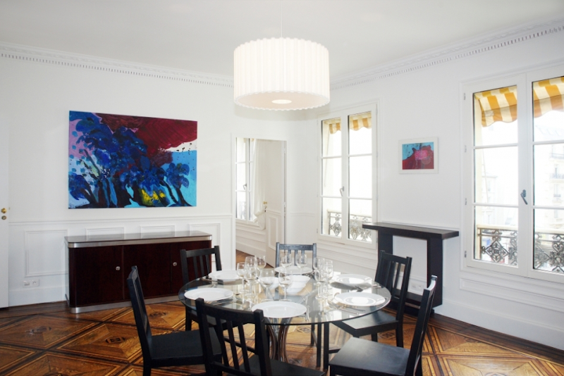 dining table opera serviced apartment