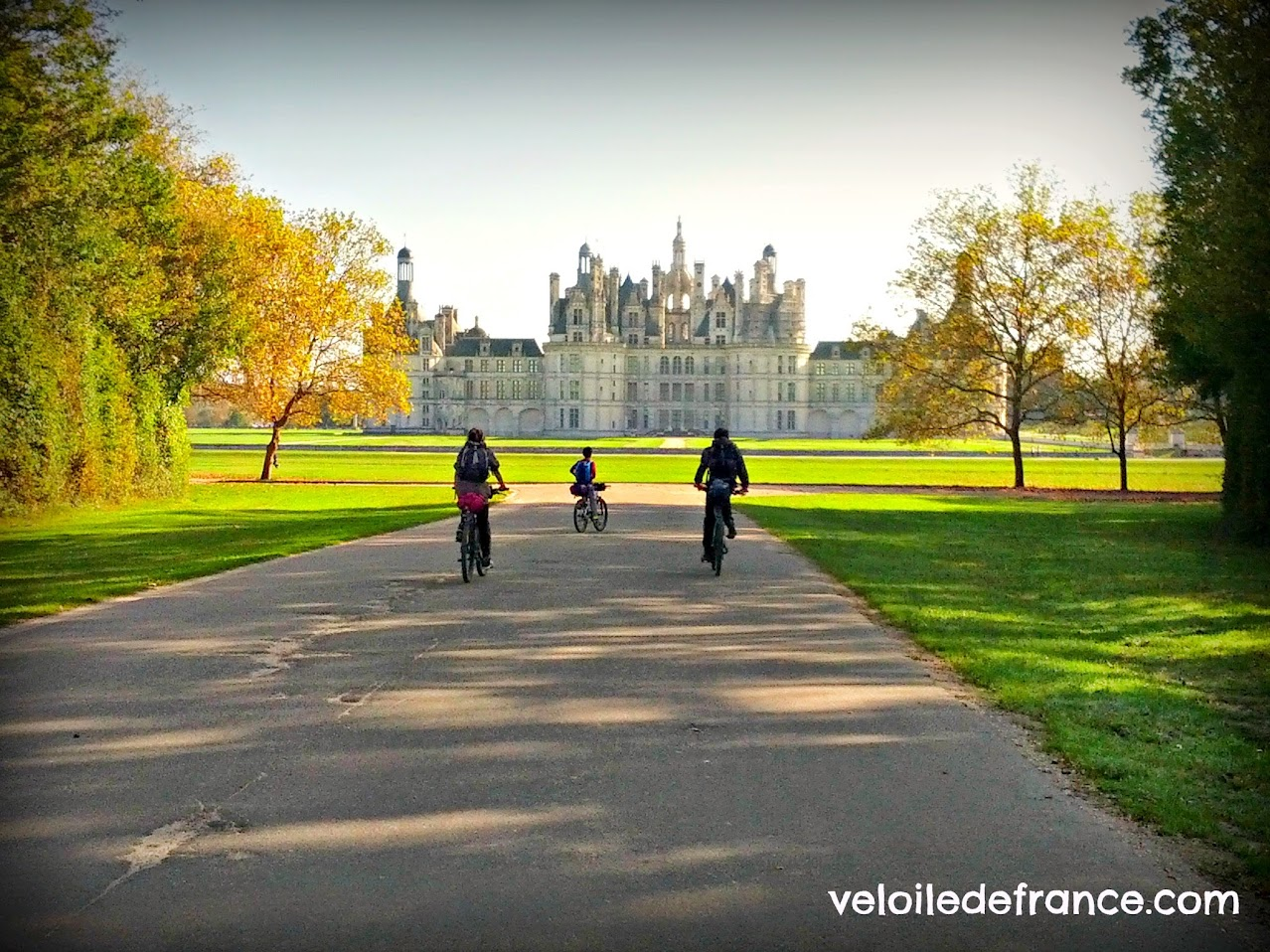 Château de Chambord - Cycling guide from Blois to the Château de Chambord by veloiledefrance.com