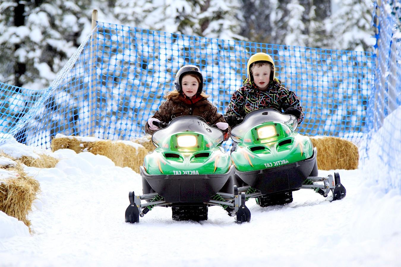 Xe trượt tuyết không yêu cầu bằng lái xe trong phạm vi quy định nên ngay cả trẻ em cũng có thể tự tin chơi