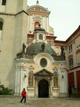 Photo: Wejście do kościoła w Henrykowie