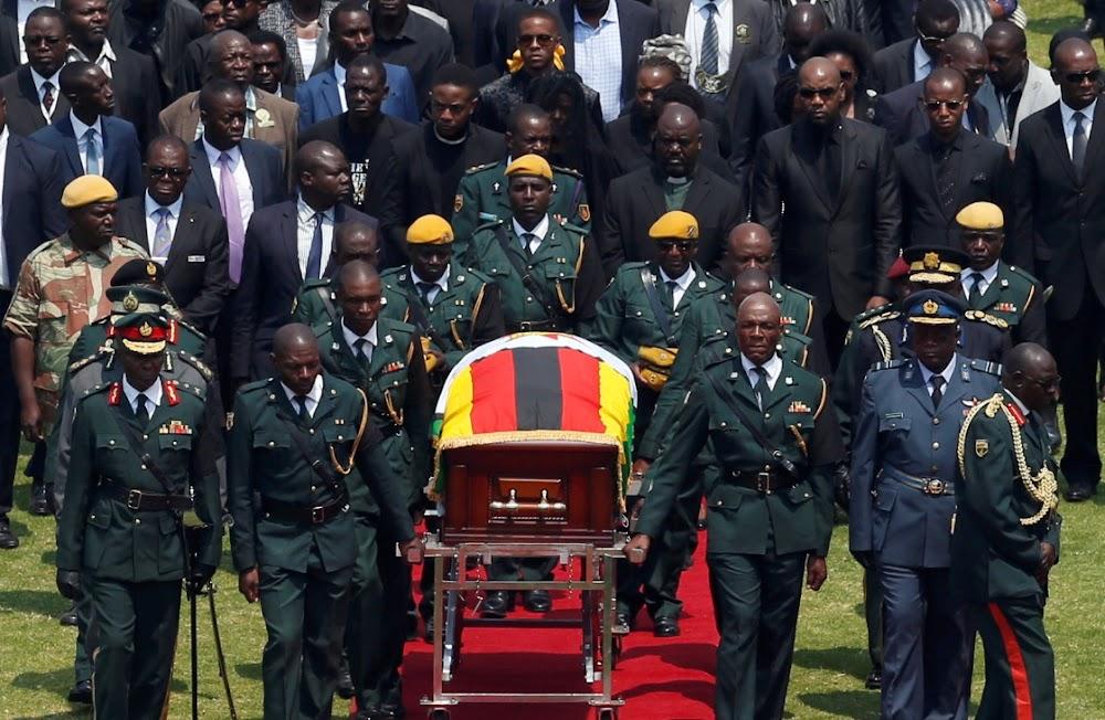 Zimbabwiërs neem afskeid van Robert Mugabe