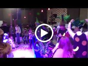 Video: Наш клуб порадовал 100 человек компании TNT Express Ukraine. Именно столько сотрудников компании пришло отпраздновать этот долгожданный праздник со своими семьями . Читайте, смотрите фотографии , наслаждайтесь и приходите к нам! С Наступающим Новым Годом! http://kids.party-boom.kiev.ua/content/novyi-god-i-100-schastlivykh-lyudei