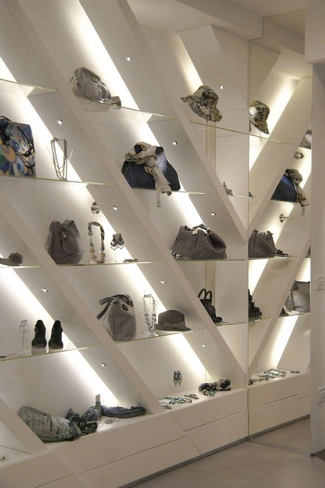 mẫu kệ trưng bày túi xách
