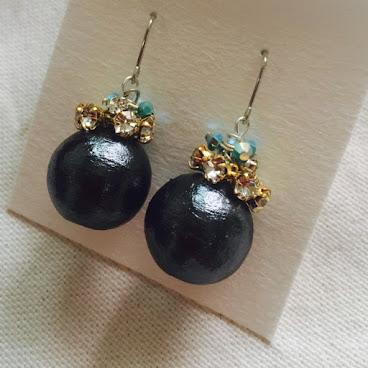 純黑手造棉球配捷克閃石及幻彩藍施華洛水晶耳環
