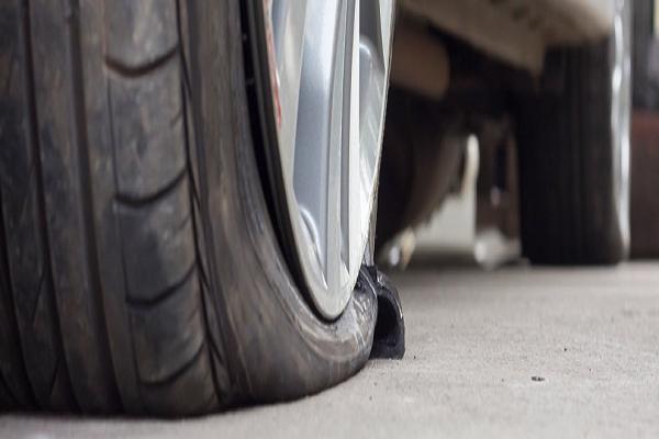 5 mẹo giúp lái xe ô tô tránh bị nổ lốp