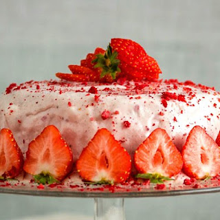 Airy Strawberries and Cream Frosting
