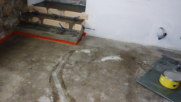 chantier de rénovation en béton ciré par les bétons de clara réseau de de partenaire-affilié spécialisé dans le béton ciré