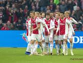 Tottenham Hotspur en AFC Ajax kruisen naast het veld de degens