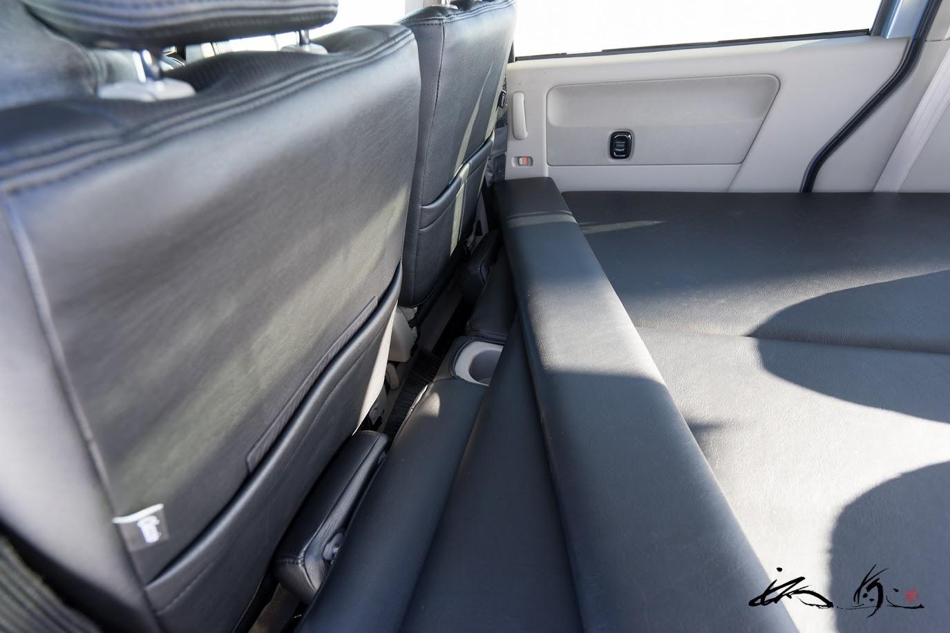 延長ボード。運転席と助手席は通常運転する位置