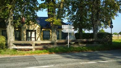 Photo: Das Schützenheim des Tückinger Schützenvereins (gegründet 1872) zwischen der Kreuzung Tückingstraße/Tückingschulstraße und dem Buswendeplatz; im Hintergrund rechts der Reitplatz an der Tückingstraße.