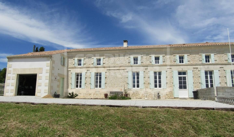 Maison Saint-Georges-des-Agoûts