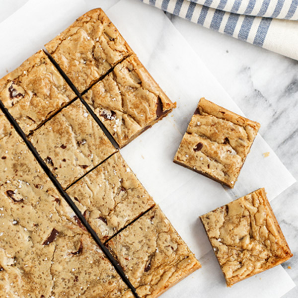 One-Bowl Almond Chocolate Chunk Blondies with Sea Salt Recipe | Yummly