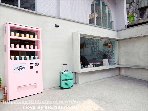 有食候。紅豆 桃園店。巨型粉紅販賣機 讓人少女心大噴發。乾燥花、潛水艇造景 女孩最愛韓系浮誇下午茶。桃園藝文特區必訪小店。桃園美食。