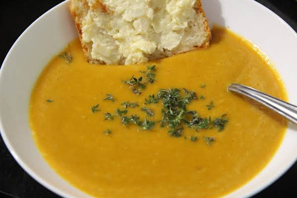 Pumpkin/squash Soup With Cheddar Beer Bread And Onion Dip.