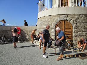 Photo: Départ de la base nature en roller ou en vélo, arrivée entre 11h et midi au phare du bout de la jetée du port de St. Tropez. Comme on le voit sur cette photo, ils n'ont pas oublié d'amener le plus important !