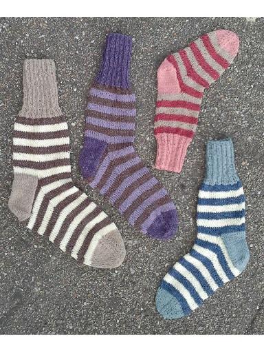Randiga sockor i många storlekar