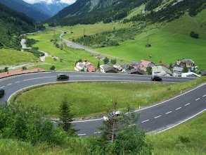 Photo: 10e Dag, zaterdag 25 juli 2009 Bludenz - Imst Dag afstand: 90.5km, Totaal gereden: 979 km . Op weg naar de Arlbergpas. De eerste haarspledbochten zijn overwonnen.