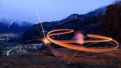 Photo: -FOTODELDIA- GEO02 UNTERVAZ  SUIZA  06 03 2017 - Un nino lanza desde una montana trozos de madera en llamas  tradicion llamada  Schybaschlaha   y que supuestamente expulsa el invierno en el primer periodo de ayuno  EFE Gian Ehrenzeller