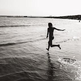Her by Paulo Rodrigues - Black & White Portraits & People ( spain, atlântico, tenerife, teide, p&b, people, local, nature/natureza, sea, luz, viagem, pessoas, atlantic, b&w, people/pessoas, xt1, ocean, light, photo/foto, travel, fuji, bá, mar )